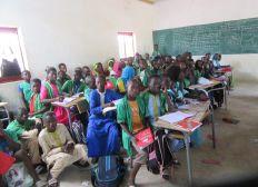 Des tables et bancs pour l'école FALLOKH MBOUR SENEGAL