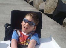 Aidons Lucas polyhandicapé