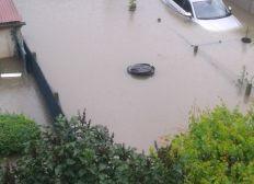 Innondations de pluie et eau d'égouts: aide envers une famille