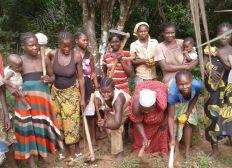 Les jeunes femmes de Kapou en avant
