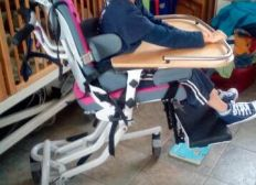 Chaise adaptée pour Henzo