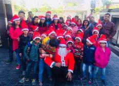 Missione Natale: distribuzione di torte, biscotti e dolcetti