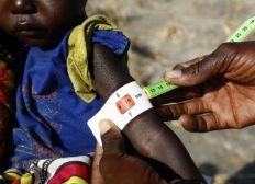 Afrikas Kindern Schulen, Ärzte und Unterkünfte bauen.