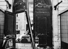 Pour réparer la porte à Griveaux