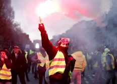 Assistance in paying a fine for protests in France