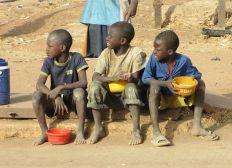 AYUDA HUMANITARIA PARA LOS NIÑOS QUE VIVEN EN LAS CALLES DE DAKAR, SENEGAL