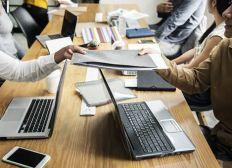 Mehr Geld für  Laptop PCS für die Charliey Creative Company