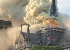 réparations de Notre Dame de Paris en proie aux incendie
