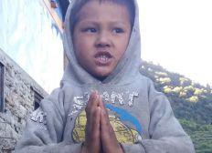 Schule für Jingme, 5 Jahre, aus Brithim in Nepal