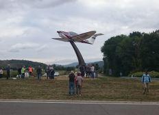 Un Avion sur un Rond-Point