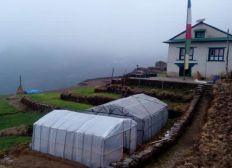 Gewächshäuser in der Bergregion Nepals