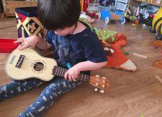 Un coup de main pour Abi, musicienne de 4 ans