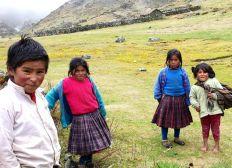 Des vêtements pour les enfants Q'eros du Pérou
