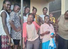 Wohncontainer für unsere Frauen in Uganda
