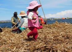 """Lebensmitteltransport für """"die Uros Inseln, Titicaca See"""""""