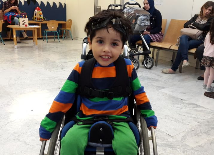 Una silla de ruedas para Santiago!  / A wheelchair for Santiago / Un fauteuil roulant pour Santiago / Ein Rollstuhl für Santiago  / Una sedia a rotelle per Santiago / A cadeira de rodas para Santiago