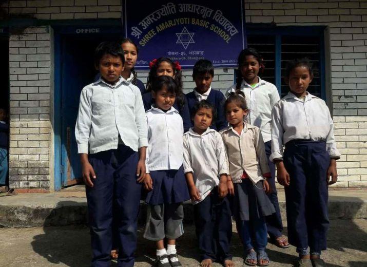 9 enfants oubliés au Nepal