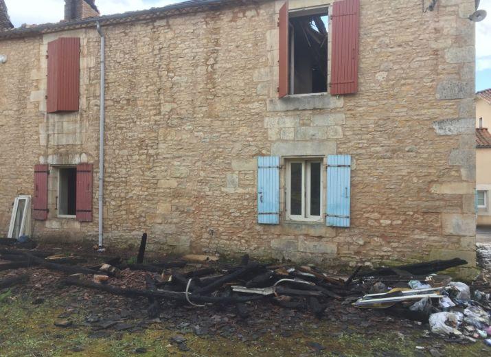 Maison familiale brûlée par la foudre