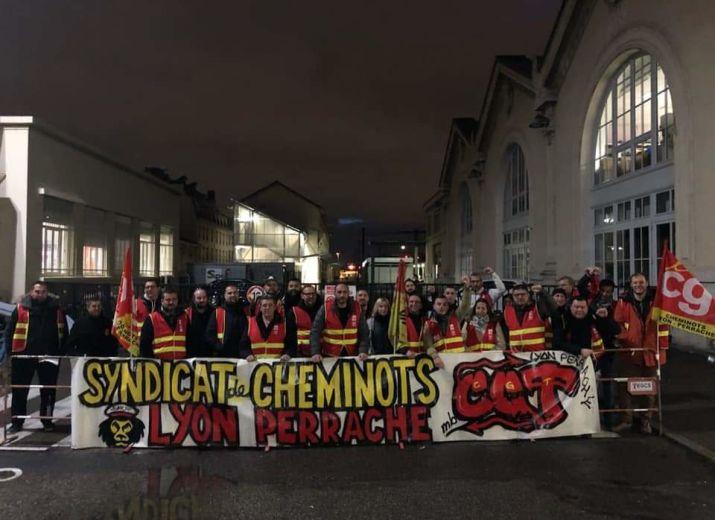SOUTIEN AUX CHEMINOTS CGT EN GRÈVE