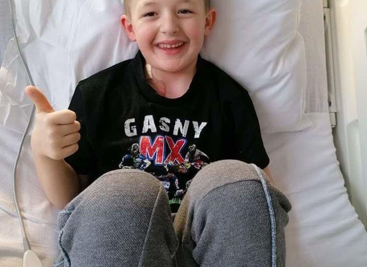 """Parce que la maladie chamboule toute une famille... en soutient a notre petit """"warrior"""" LOUIS  atteint de leucemie."""