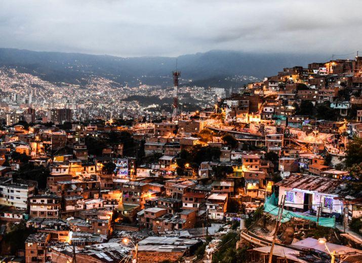 Aide alimentaire pour la comuna 13 à Medellín
