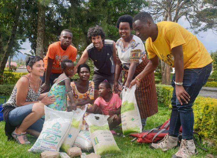 Scolarisation d'enfants au Rwanda et aide alimentaire