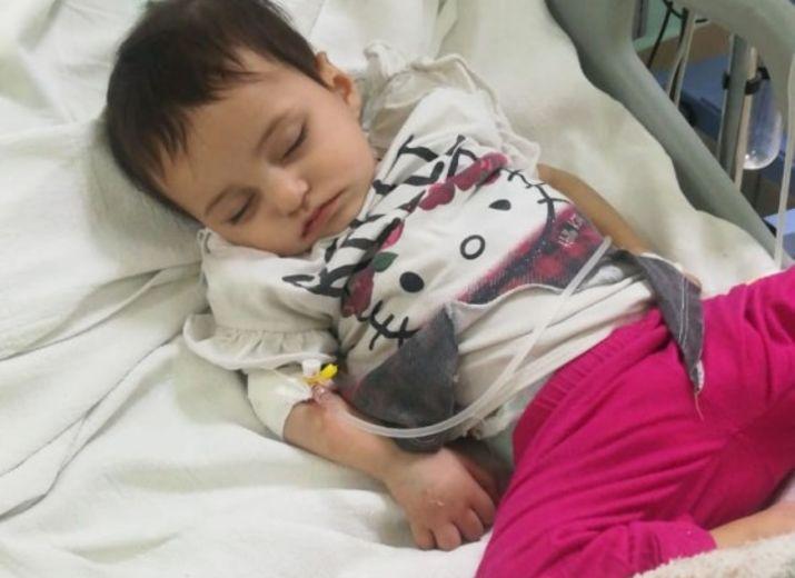 Baby Halla, 9 Monate,  Steißbeintumor