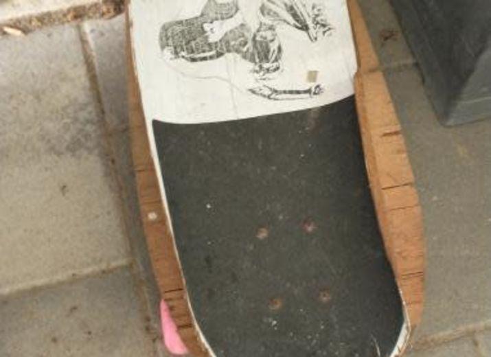 Ich möchte mit meinen Freunden Skateboard fahren.