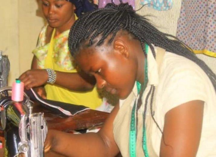Formation professionnelle coupe couture pour vulnérables et orphelins (Kivu Sud - RDC).