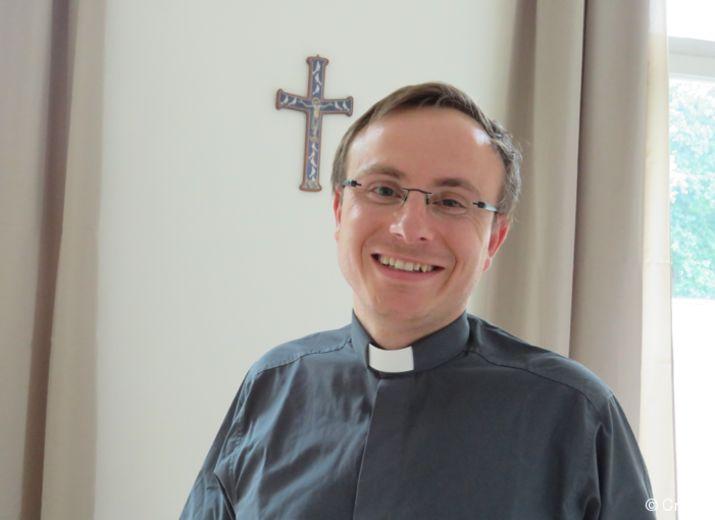 Cadeau pour le départ du père Luc-Emmanuel