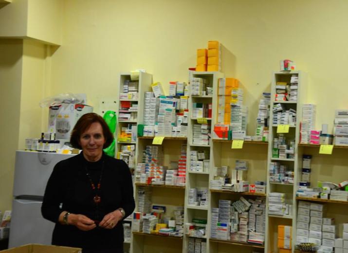 Collecte de dons pour acheminer des médicaments au dispensaire de soins d'Athènes afin de les aider à tenir bon dans la tempête!
