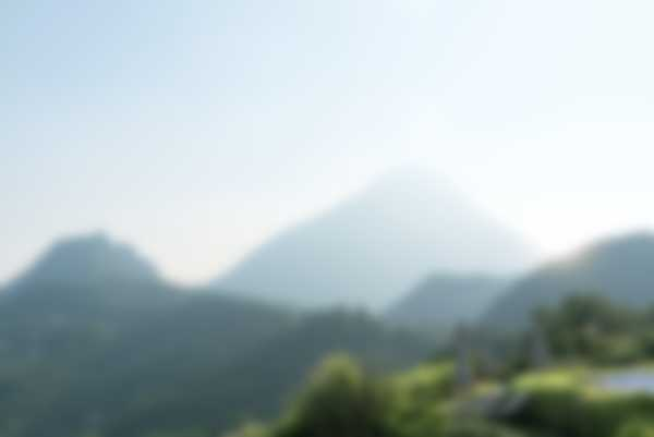 Vista sui Monti Pizzocolo e Castello dal parco di Lefay Resort & SPA Lago di Garda