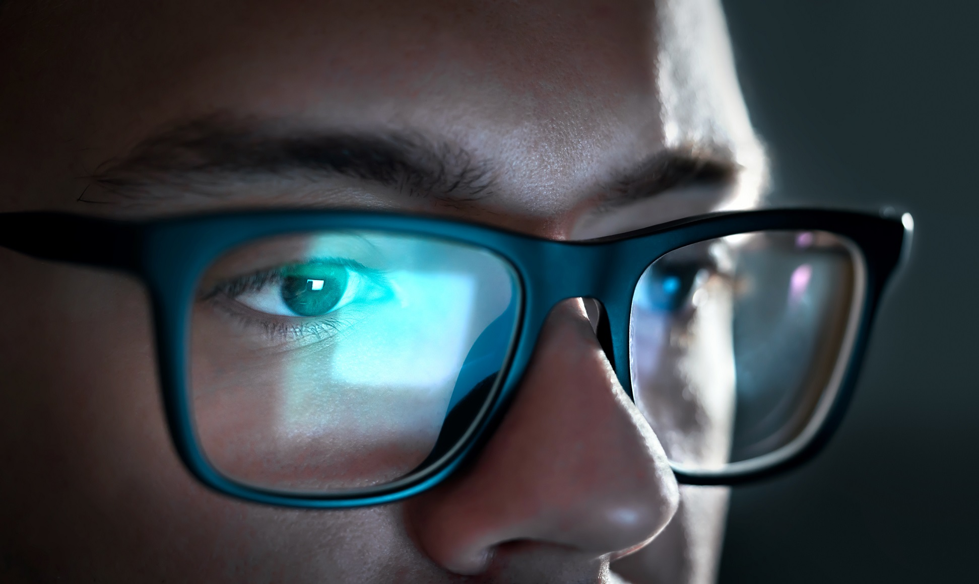 Close up of man wearing glasses