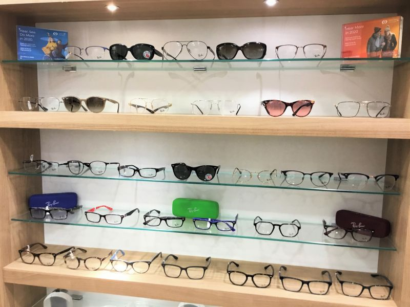 ray-ban-stand