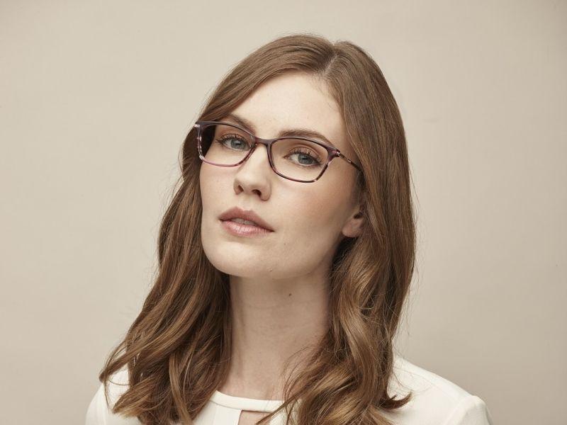 Brunette woman in glasses