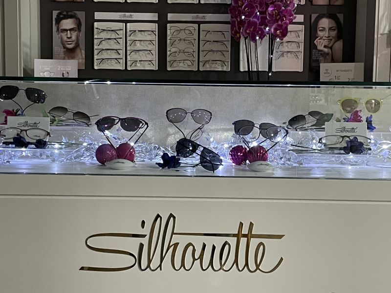 Sutton christmas silhouette glasses display