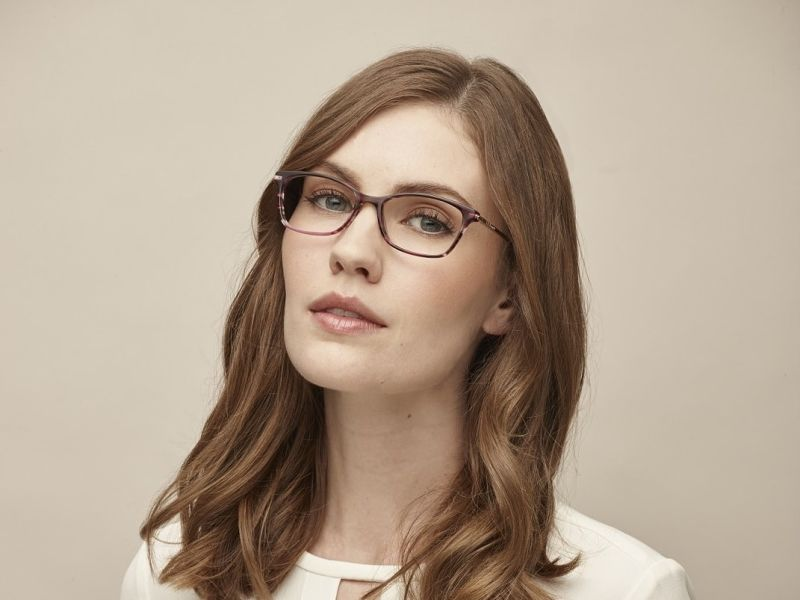 Brunette woman in glasses