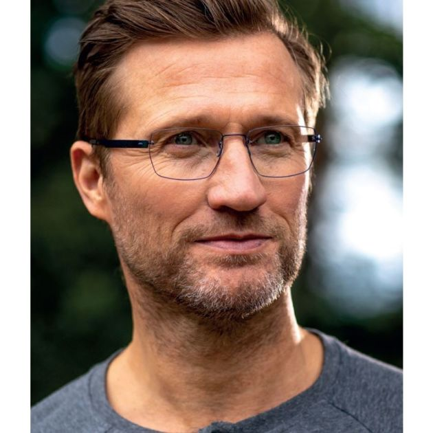 man wearing rimless glasses