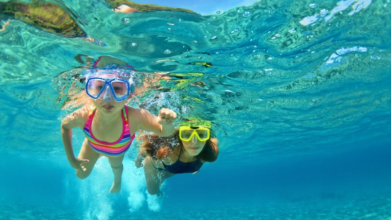 A summer holiday guide for healthy hearing | THCP