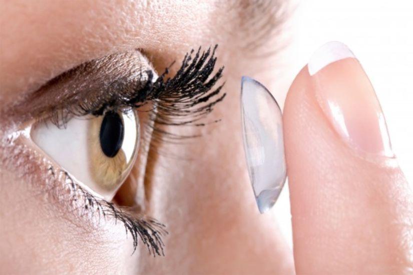 putting lens in eye