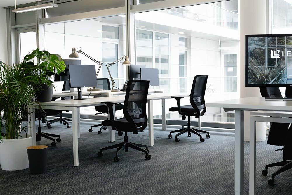 Ergonomie am Arbeitsplatz - Viel Tageslicht für gesteigerte Produktivität