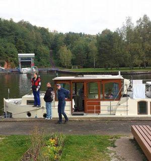 Zu Besuch auf Hausbootfahrt