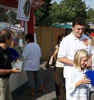 L(e)os – Verkäufer beim Straßenfest