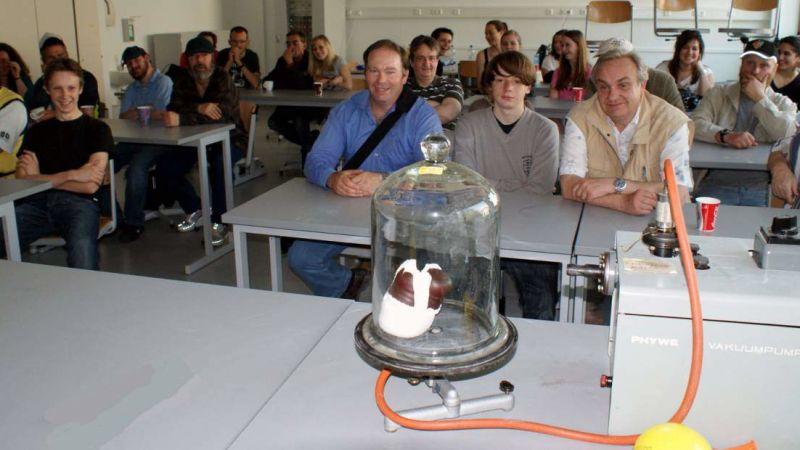 Kurzweilige Physikstunde und Ausflug in den Rosenfelspark
