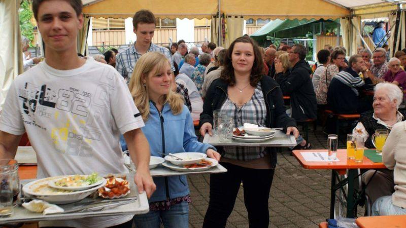 Helfereinsatz beim Sommerfest im Markus-Pflüger-Heim