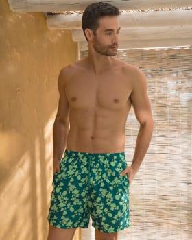 pantaloneta de bano masculina corta elaborada con 3 botellas de pet reciclado-666- Estampado Verde-ImagenPrincipal