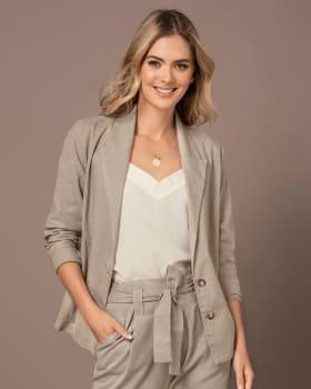 chaqueta manga larga tipo blazer de silueta semiajustada-084- Arena-ImagenPrincipal