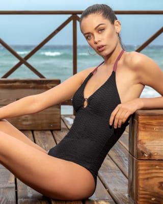 vestido de bano con herraje en el centro del escote y control suave de abdomen-700- Black-MainImage