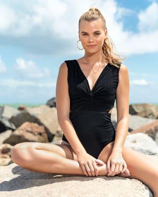 vestido de bano control suave con textura y mini cortes en laterales-700- Black-MainImage