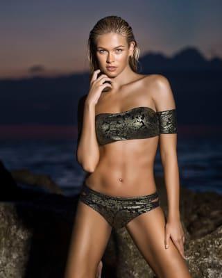 bikini bandeau con mangas y acabado brillante-701- Graphic Black-MainImage